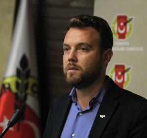 Basın toplantısında konuşan TGS Genel Sekreteri Mustafa Kuleli baskılara karşı sendikalı olma çağrısı yaptı. (Foto: CİHAN)